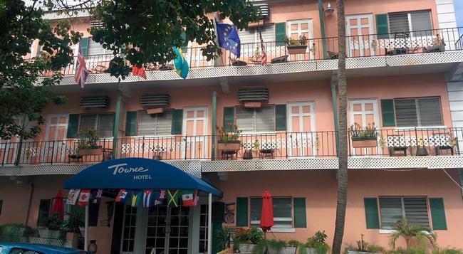 Towne Hotel - Nassau - Building