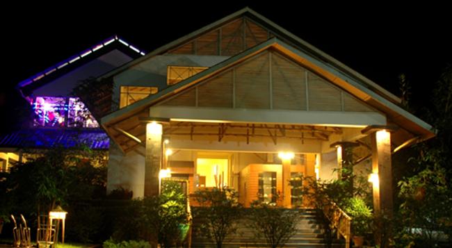 Iora Retreat - Kaziranga - Building