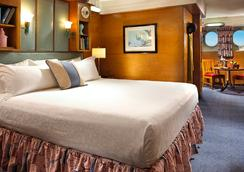 The Queen Mary - Long Beach - Bedroom