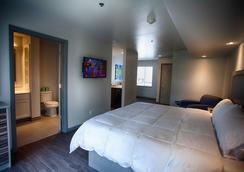 Z Loft Extended Stay Hotel - St Robert - Bedroom