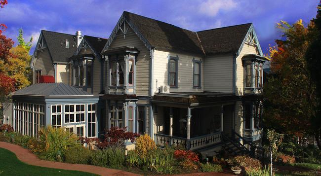 The Winchester Inn - Ashland - Building