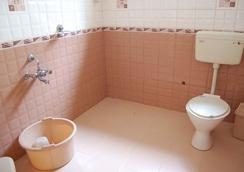 Maruthi Cottages - Ooty - Bathroom