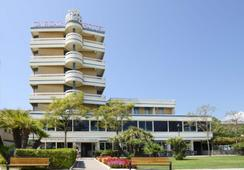 Hotel Caesar - Cesenatico - Outdoor view