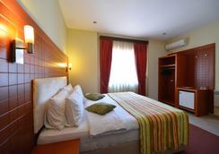 City Hotel Tirana - Tirana - Bedroom