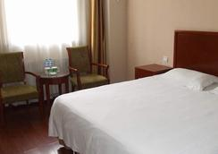 Greentree Inn Yantai Airport Road Hotel - Yantai - Bedroom