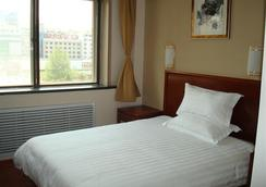 Greentree Inn Shandong Yantai South Avenue Business Hotel - Yantai - Bedroom