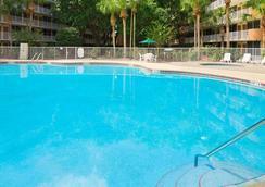 Baymont Inn & Suites Celebration - Celebration - Pool