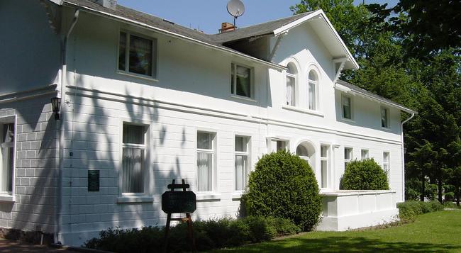 Hotel Weißes Schloß - Heringsdorf - Building