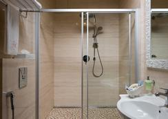 Hotel 19 - Kharkiv - Bathroom