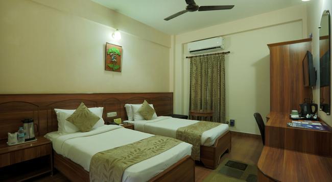 Hotel Nandan - Guwahati - Bedroom
