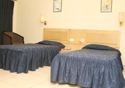 Vishwaratna Hotel - Guwahati - Bedroom
