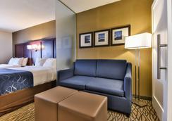 Comfort Suites Downtown - Windsor - Bedroom