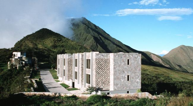 Hotel El Crater - Quito - Building