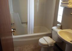 Modern Motel - Vinton - Bathroom