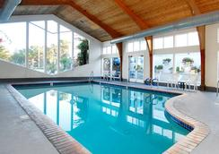 Stargazer Inn and Suites - Monterey - Pool
