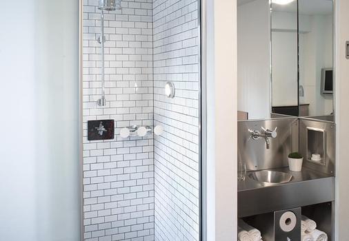 Pod 51 - New York - Bathroom