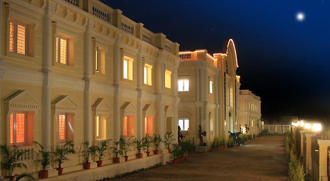 Kumararaja Palace - Yelagiri - Building