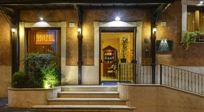 Hotel Tuscolana - Rome - Building