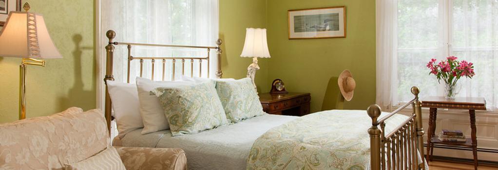 Landmark Inn - Cooperstown - Bedroom
