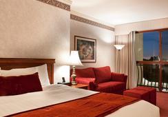 The Grand Hotel - Sunnyvale - Bedroom