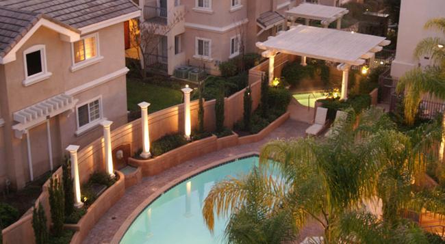 The Grand Hotel - Sunnyvale - Building