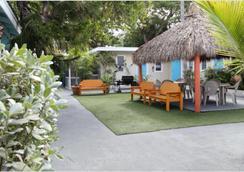 Seashell Motel & Key West Hostel - Key West - Outdoor view