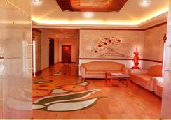 Hotel Sapphire - Lonavala - Lobby