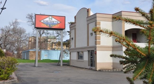 Northwood Inn & Suites - Bloomington - Building