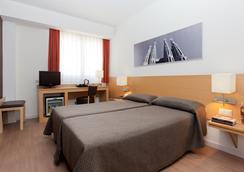Hotel Sagrada Familia - Barcelona - Bedroom