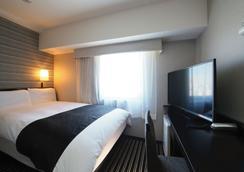 Apa Hotel Shinjuku Gyoemmae - Tokyo - Bedroom