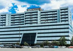 APA Hotel Woodbridge - Iselin - Outdoor view