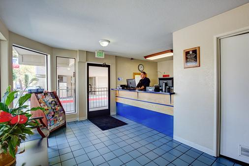 Good Nite Inn Sylmar - Los Angeles - Front desk