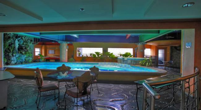24h Apartment Hotel - Makati - Pool