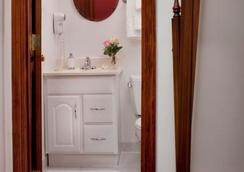 American Guest House - Washington - Bathroom