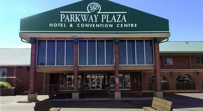 Parkway Plaza Hotel & Convention Centre - Casper - Building