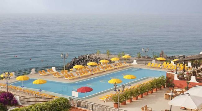 Hilton Giardini Naxos - Giardini Naxos - Building