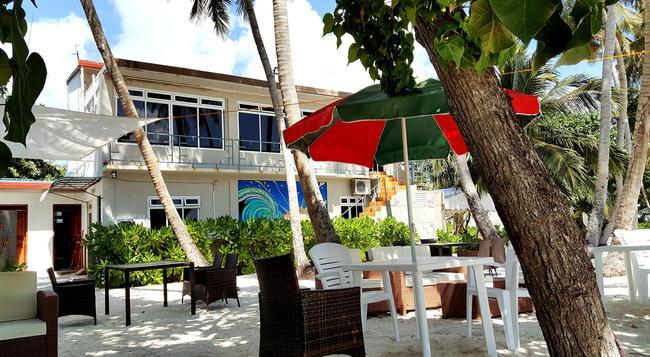 Batuta Maldives Surf View - Thulusdhoo - Building