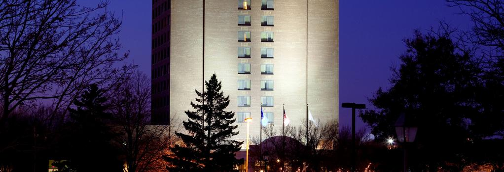 DoubleTree by Hilton Minneapolis North - Brooklyn Center - Building