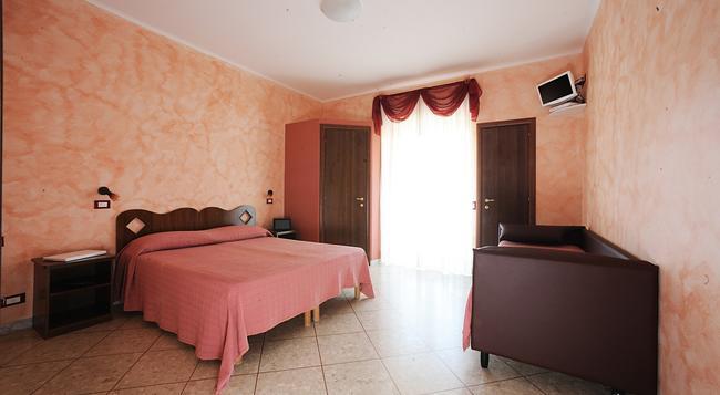 Hotel Casa Yvorio - Terracina - Bedroom