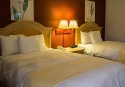 Ambassador Inn & Suites - Middletown - Bedroom