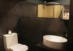 The Artist House - Patong - Bathroom