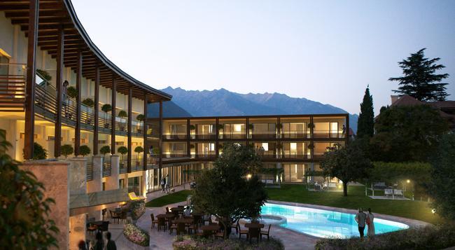 Hotel Schwarzschmied - Lana - Outdoor view