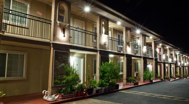 Stone Villa Inn - San Mateo - Building