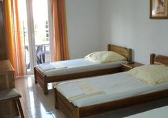 Sun Hostel Budva - Budva - Bedroom