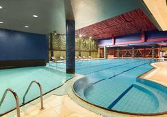 Ramada Sofia City Center - Sofia - Pool