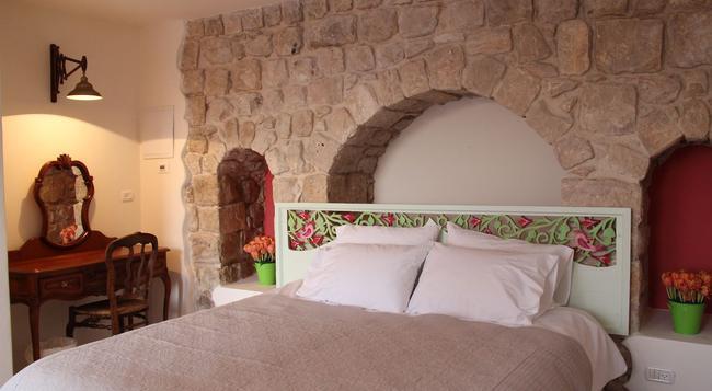 The Way Inn - Safed - Bedroom