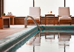 Renaissance Newark Airport Hotel - Elizabeth - Pool