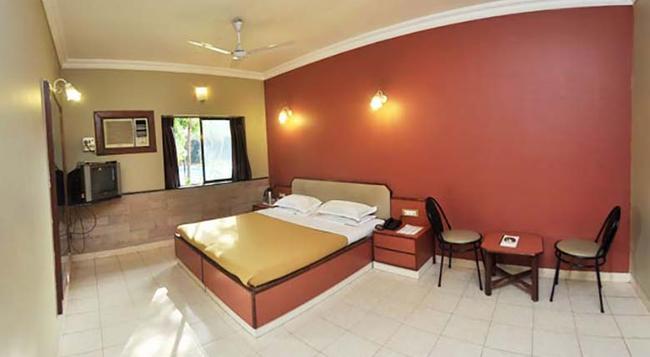 Treasure Island Resort - Lonavala - Bedroom