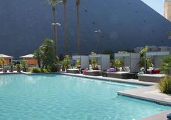 Luxor Hotel and Casino - Las Vegas - Pool