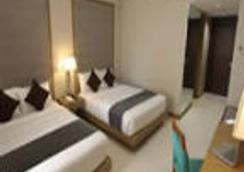 Crown Regency Resort & Convention Center - Malay - Bedroom